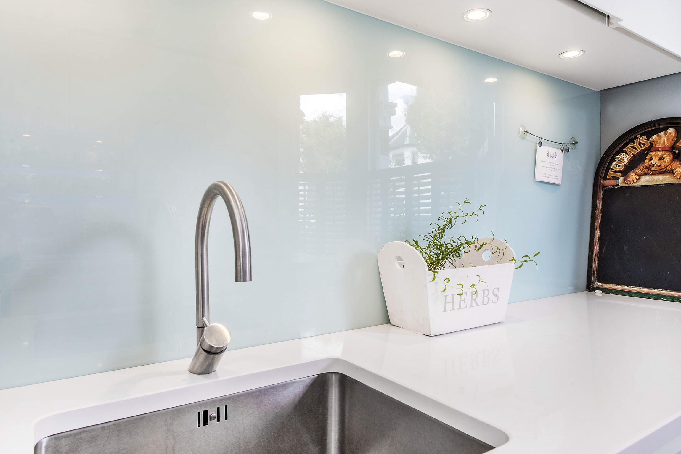 Glass Splashbacks Bathroom Walls Decoglaze Colour Coated Glass Splashbacks And Worktops For Your